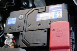 プリウスPHV50純正補機バッテリー画像