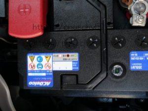プリウスPHV52純正補機バッテリーのインジケーター